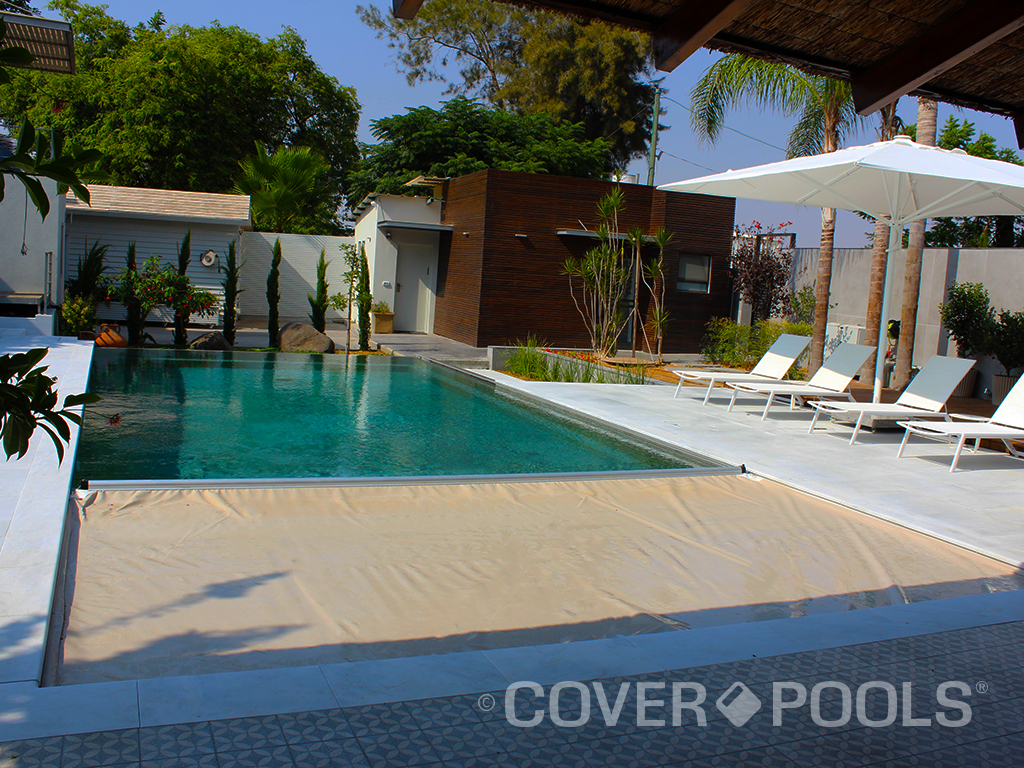 Beige Automatic pool cover on vanishing edge